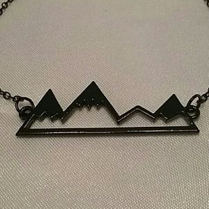 BLACK MOUNTAIN PEAKS NECKLACE, BLACK ALLOY.